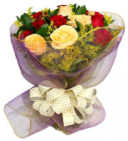 Arranjo com18 rosas coloridas