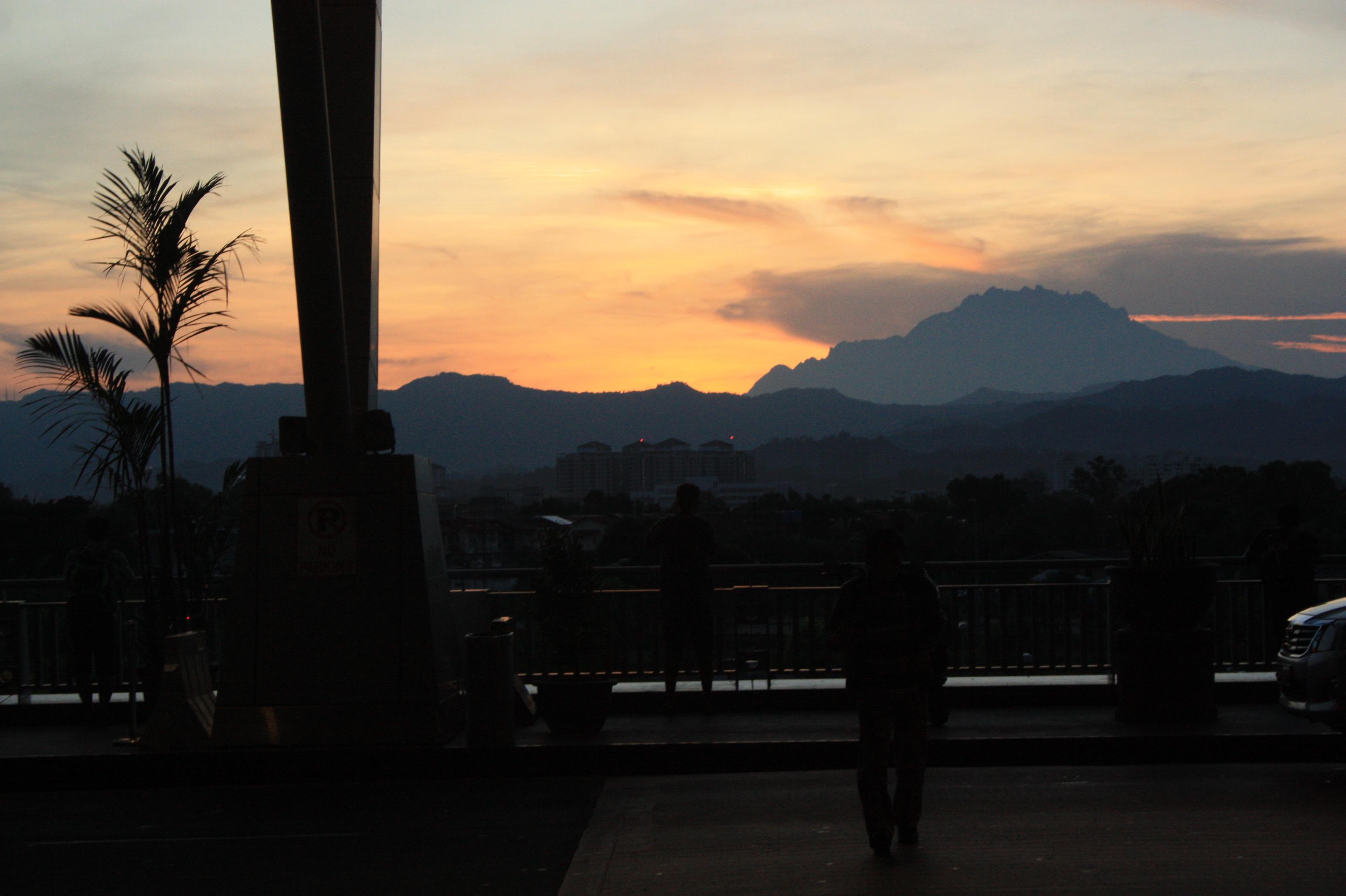 východ slnka na letisku v Manile