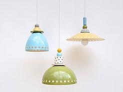 מנורות קטנות תואמות לפינת אוכל, משחק בצבעוניות שקטה