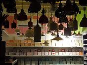 מנורות צבעוניות מקרמיקה בשיבוצים בלילה.jpg