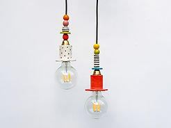 שתי מנורות קטנטנות צבעוניות עם נורת לד דמוי פחם חשופה