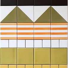פסים ומשולשים יוצרים דוגמה גאומטרית צבעונית מיוחדת