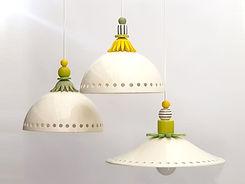 מנורות תואמות מקרמיקה עם חורים ועיטורים צבעוניים ברמת הגולן