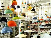 הסטודיו בבנימינה גופי תאורה צבעוניים.jpg