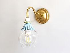 """דגם 2 - מנורה לקיר, פליז, לבן תכלת וזכוכית - קוטר 12 ס""""מ - 460 ש""""ח"""