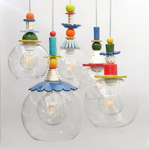 חמש מנורות זכוכית צבעוניות לפינת אוכל.jp