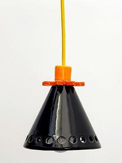 """מנורה שחורה קטנה - קוטר 9 ס""""מ 470 ש""""ח"""