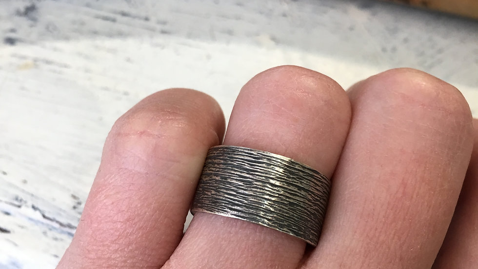 Tree bark texture in sterling - size 7.5