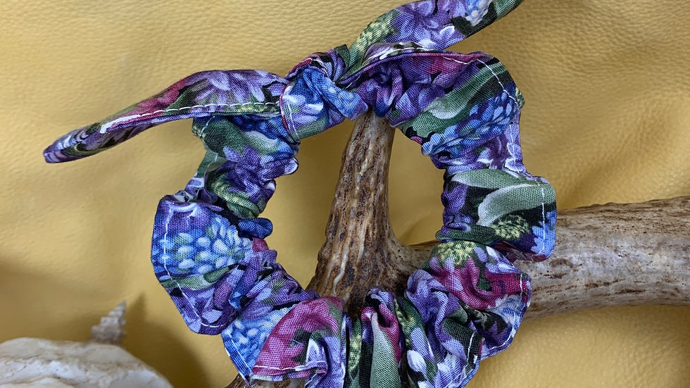 Knotted Scrunchie (LILAC/LUPIN)