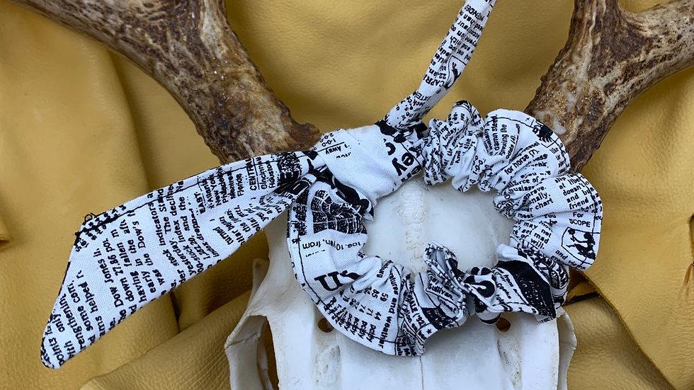 Knotted Scrunchie (NEWSPRINT)