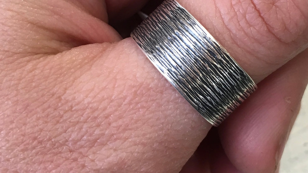 Tree bark texture in sterling - size 9.75