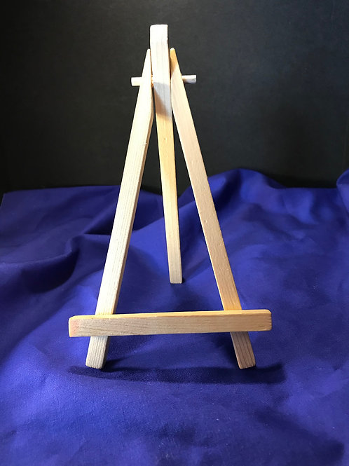 Mid-size easel for 4X4 canvas
