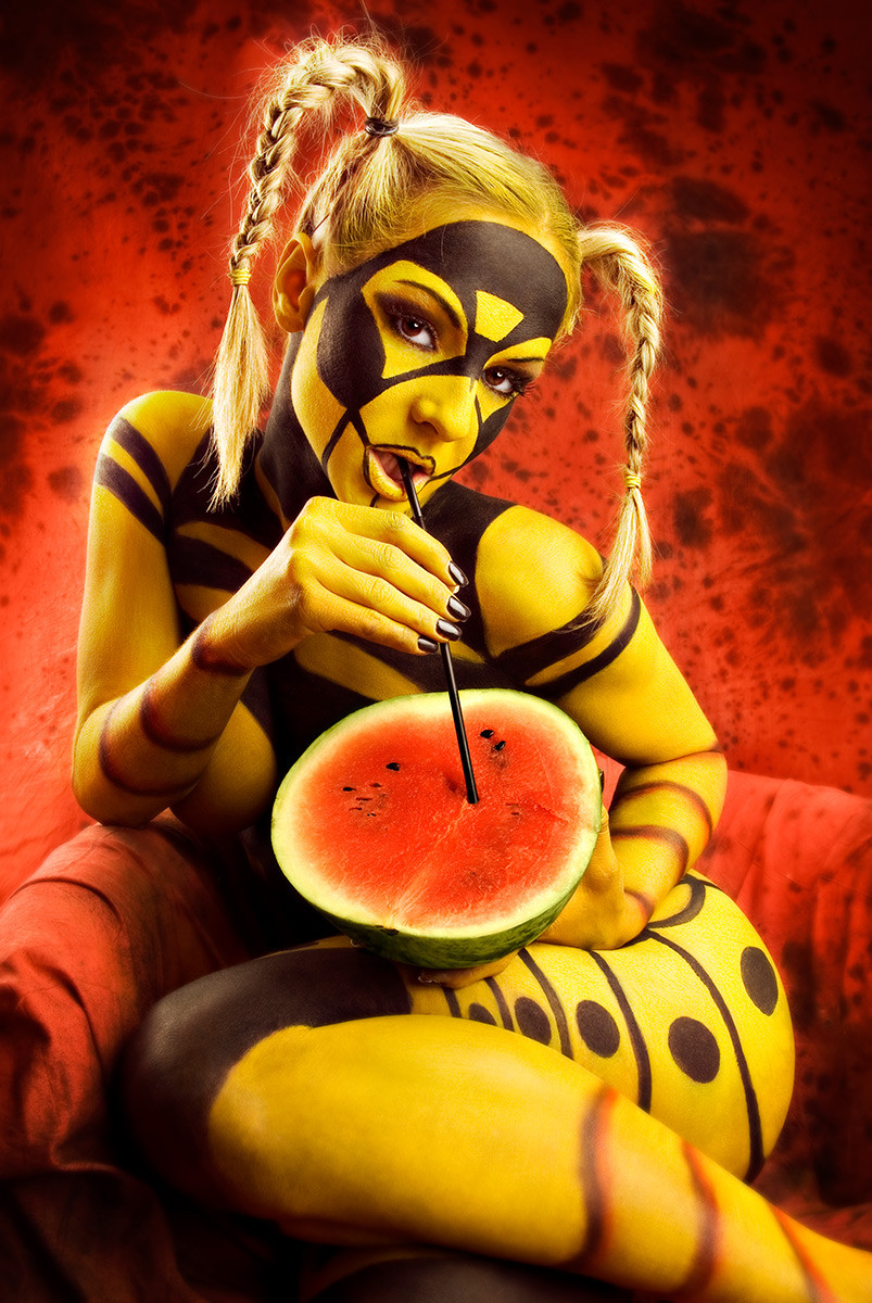 Bodypainting - human wasp is sucking water melon