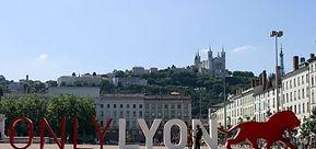 1024px-ONLY_LYON_Place_Bellecour-520x245