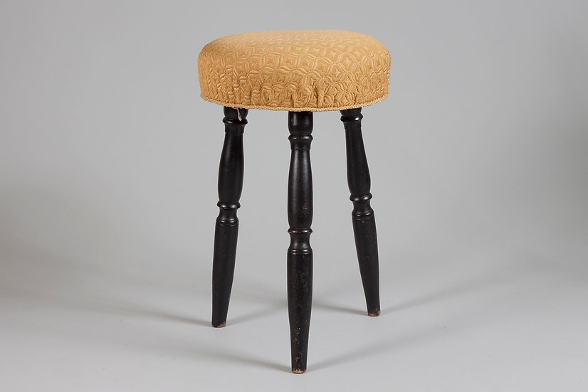Beautiful Early 20th Century 3-legged stool