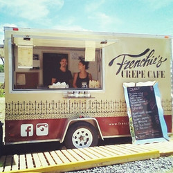 In action! 😁 #frenchiescrepecafe #huntsville #crepes #muskoka #foodtruck #awesome