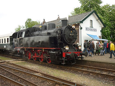 1280px-VSM_TKp_23_-_Station_Beekbergen_-