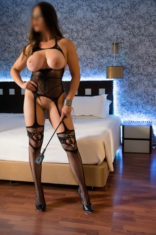 catarina-escort-masseuse-mistress-lisbon