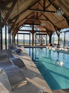 La piscine couverte chauffée du Clos de l'Orangerie
