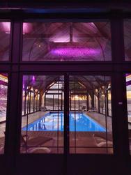La piscine du Clos la nuit