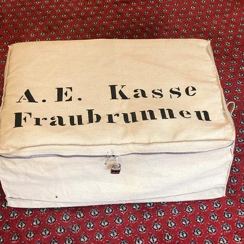 """Coussin - Pouf """"sac de banque - A. E. Kasse Fraubrunnen N°5"""""""