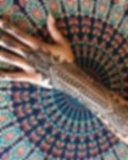 Hennastrauch-Tätowierung auf strukturier