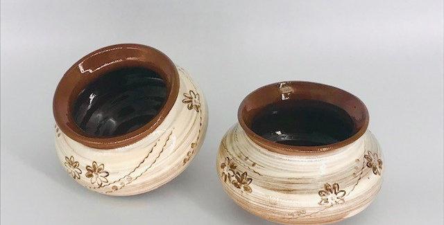 Kutti shombu - a pair of small pots
