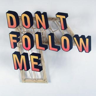 Berrekki. Don't follow me, installation murale en bois et peinture aérosol, 47 x 40 x 17 c