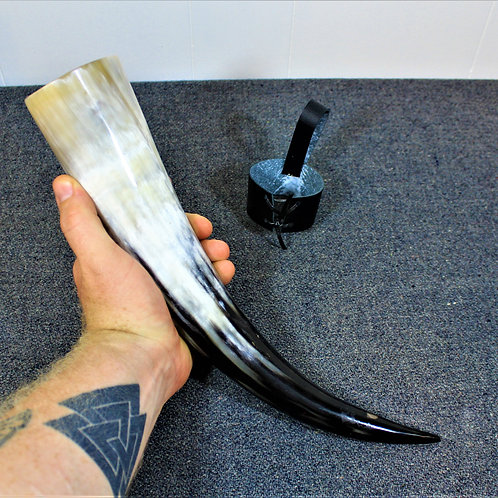 Drinking horn, standard size, black and white, great curve