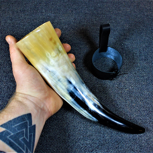 Drinking horn, black and white and yellow, gorgeous