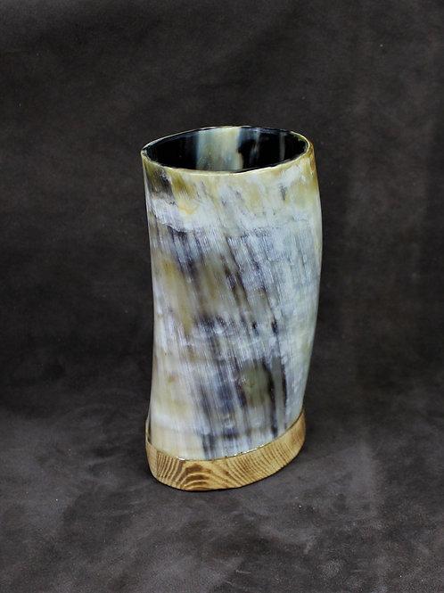 Drinking horn cup, flat bottom, twisty shape