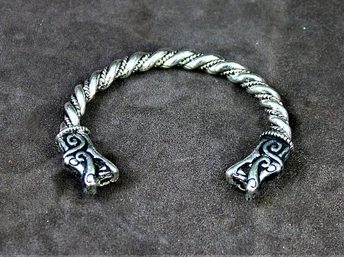 Viking Oath Ring, wolf head terminals
