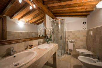 adamo ed eva bathroom.jpg