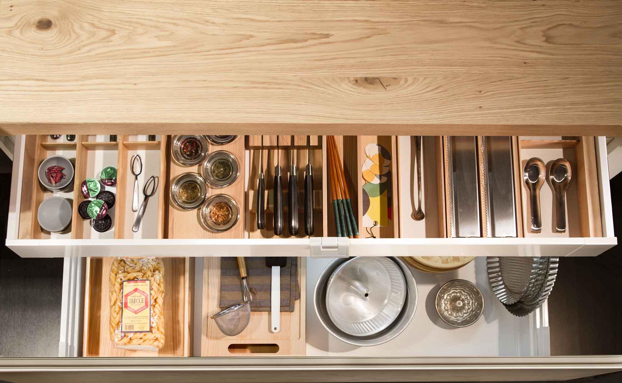 Cucina_moderna_cassetti