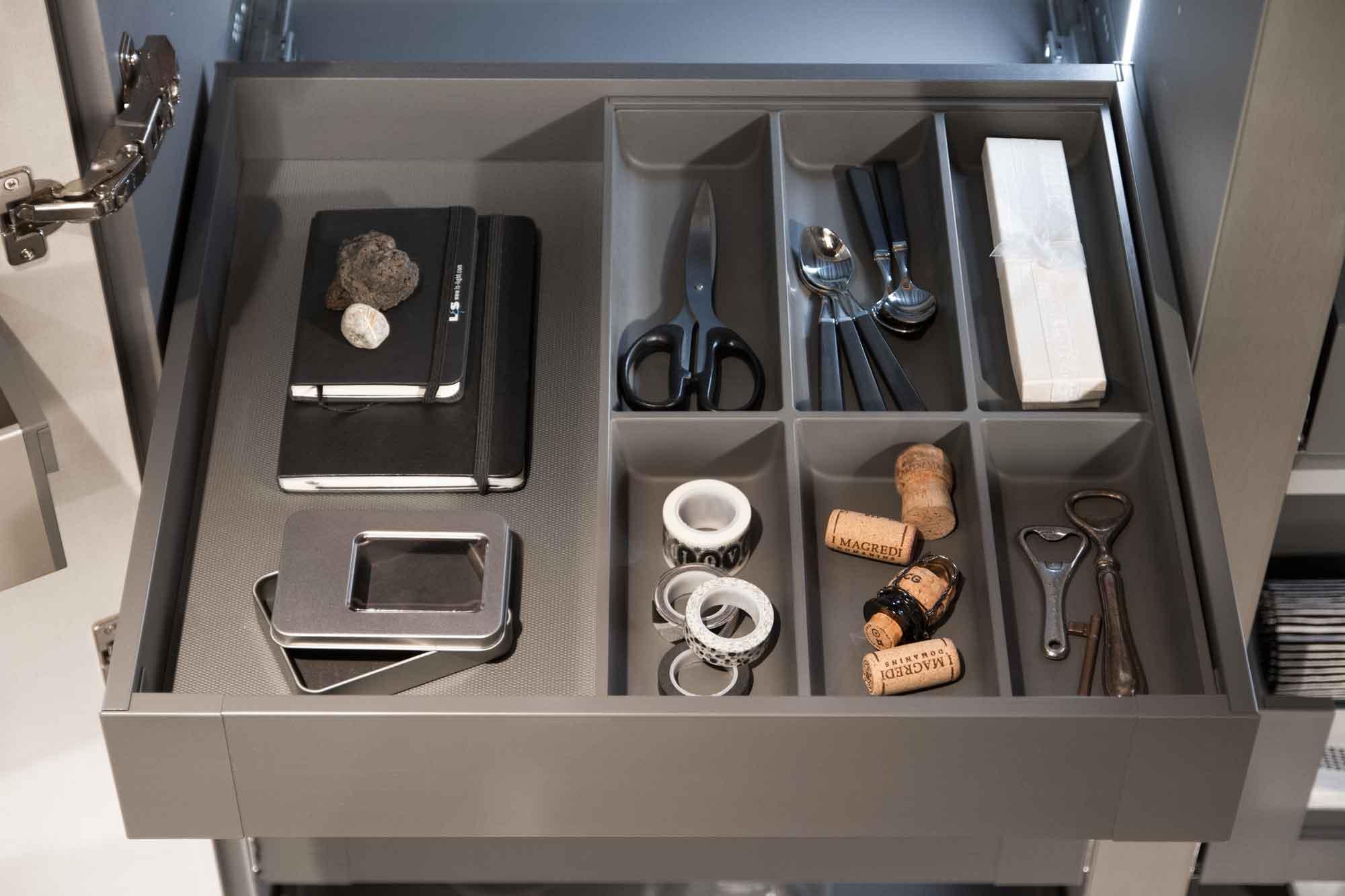 Cucina_moderna_cassetto_interni