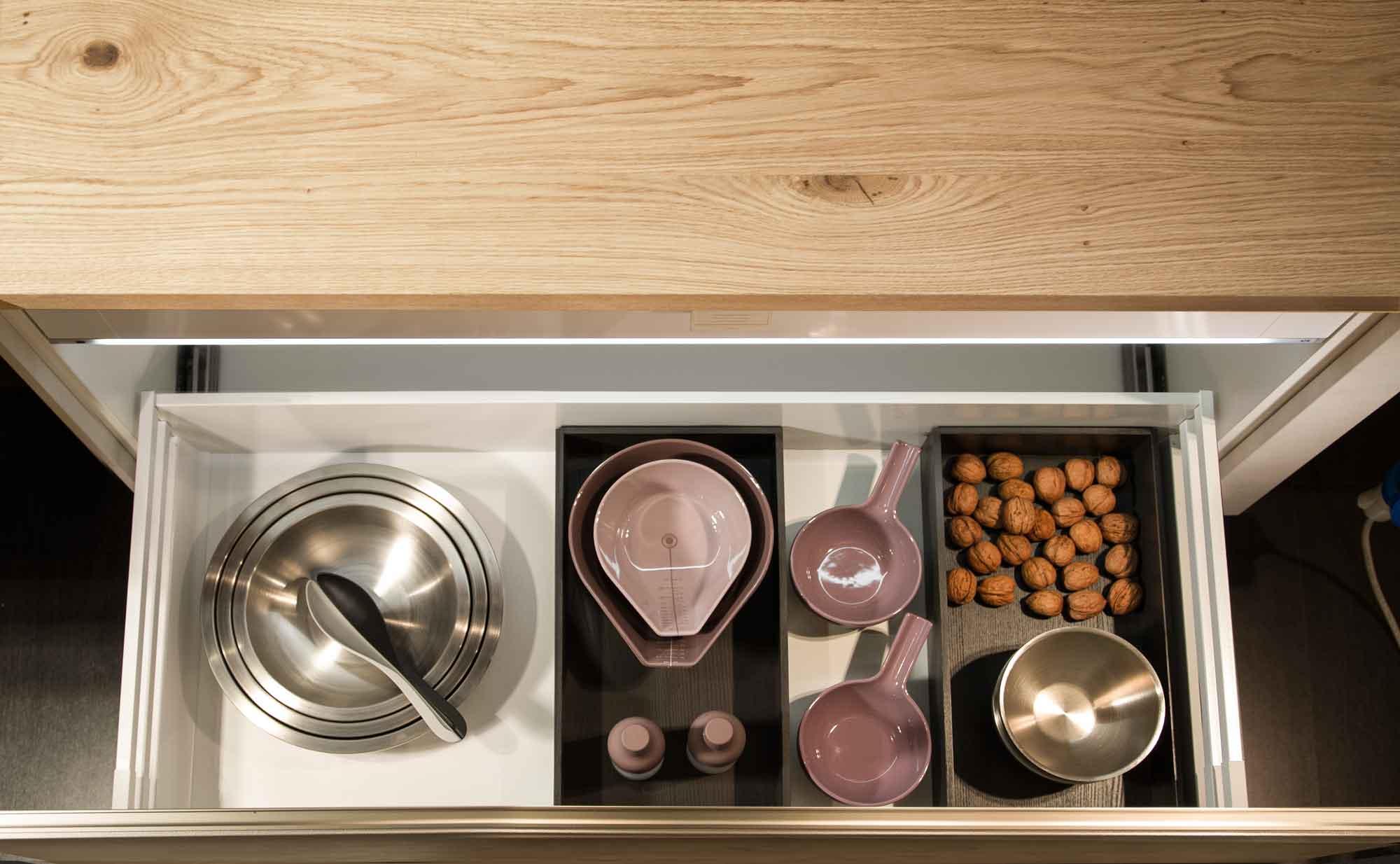 Cucina_moderna_cestone_legno_dark