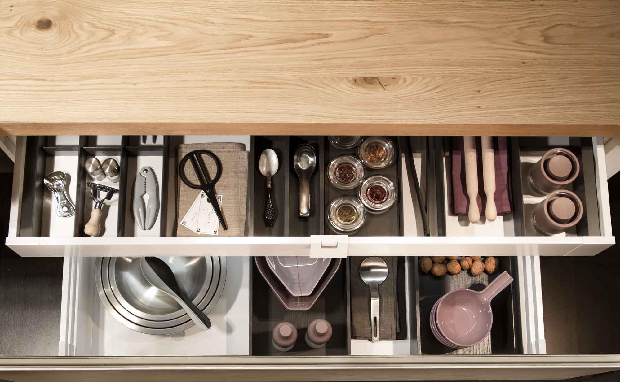 Cucina_moderna_cassetti_aperti