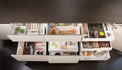 Cucina_moderna_cassetti_accessori