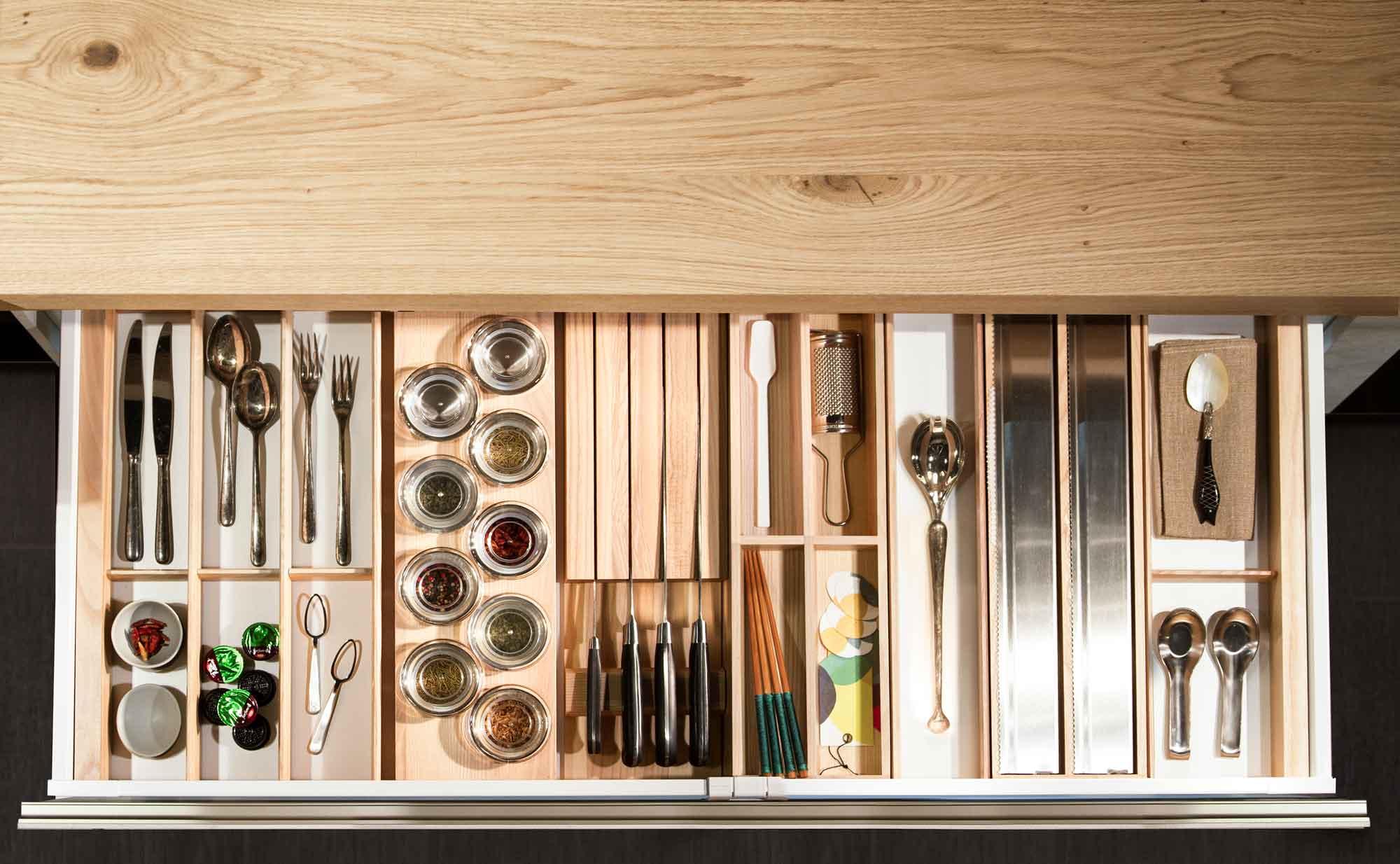 Cucina_moderna_cassetto_legno
