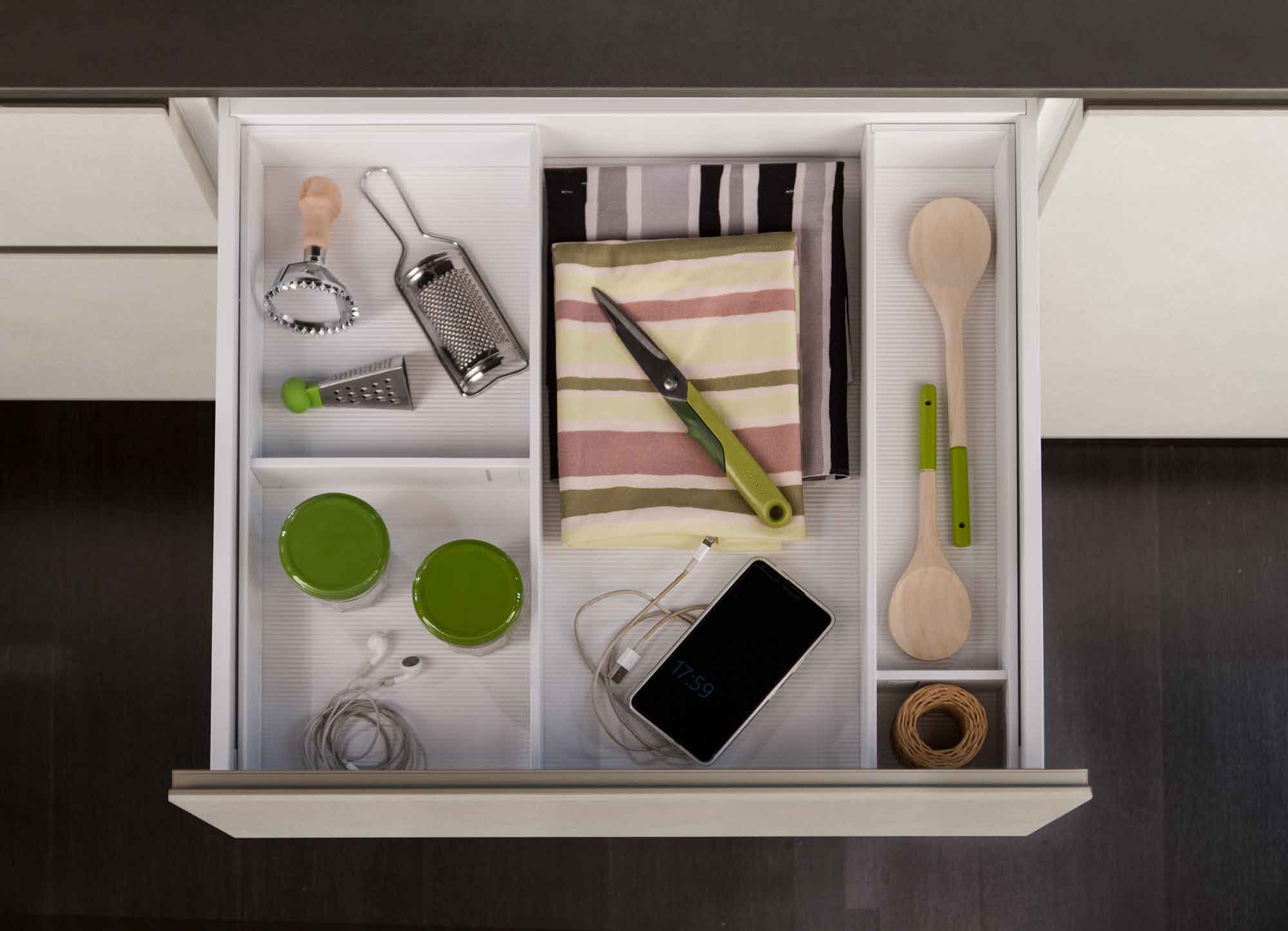 Cucina_moderna_cassetto_bianco