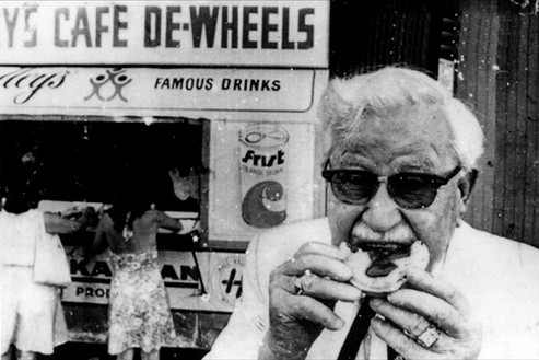 Colonel Sanders enjoying a pie at Harry's Cafe de Wheels – 1972