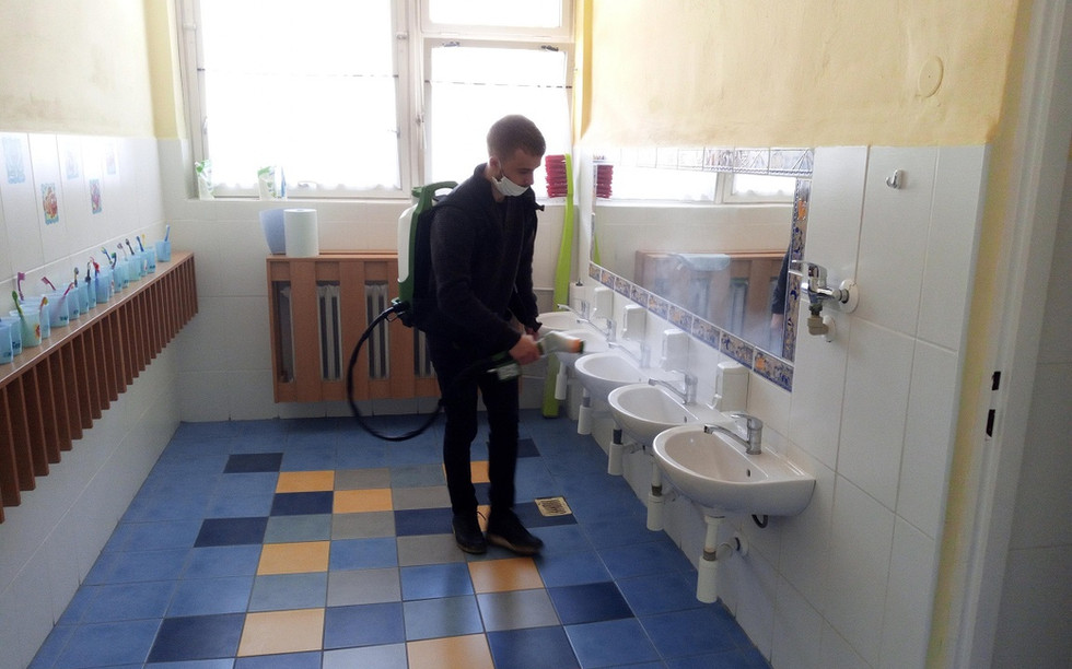 Povrchová dezinfekcia kúpeľní, WC