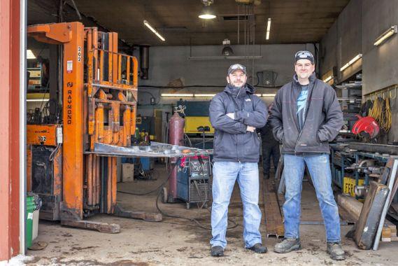Ils ont pris un atelier de soudure et en ont fait… un chantier naval !