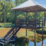 Muelle de entrada al Refugio de amor divino en Río Toro, delta Tigre