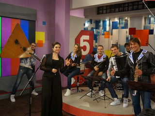 Ансамбль «Бис-Квит» и солистка Мариинского театра Ольга Пудова в прямом эфире 5-го канала.