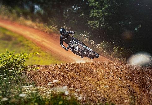 motorcycle-5516901_640.jpg