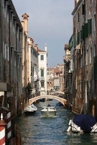 Canal Speedboat