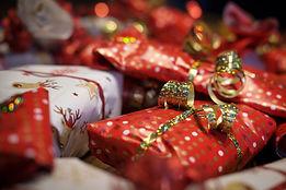 gifts-4678018_1920.jpg