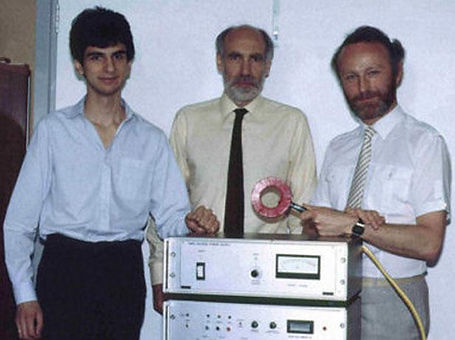 From left to right: Reza Jalinous, Ian Freeston, Anthony Barker First TMS Magnetic Stimulator (Pic 1985)