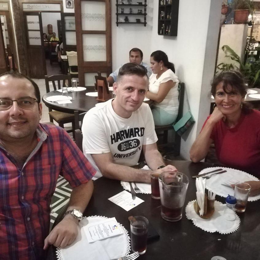 Corina Omar y Amigo